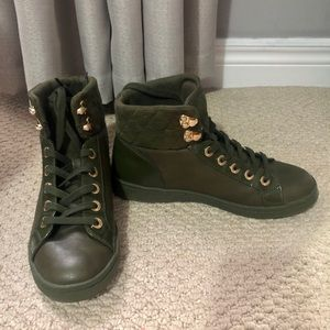 ALDO Size 7.5 Green Hightop Sneakers